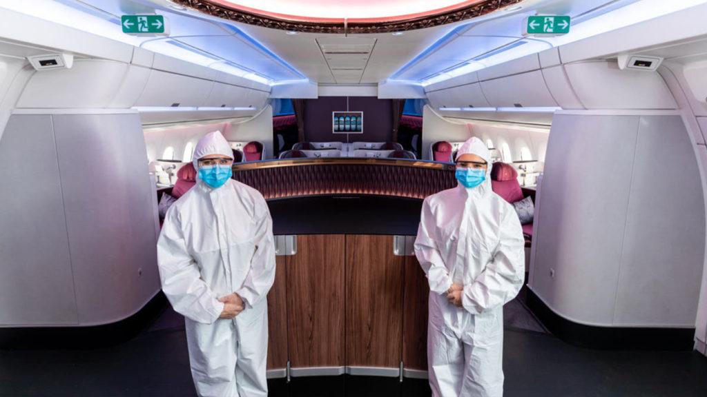 Qatar Airways alınan önlemler kapsamında tulum giyen kabin ekipleri
